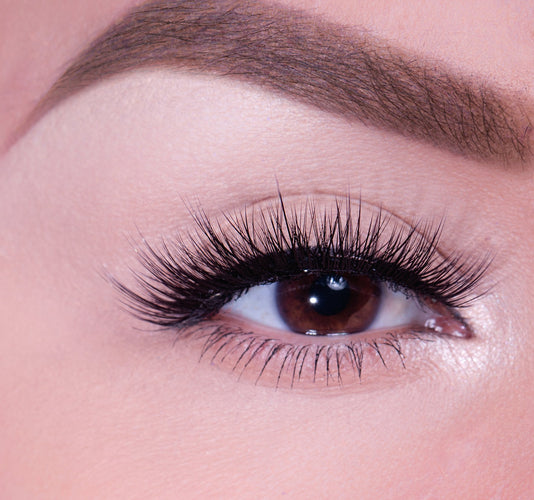 CAPTIVATING LASHES