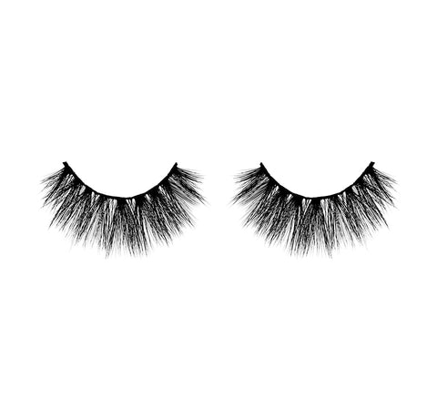 SOO CHARMING-MORPHE PREMIUM LASHES ON MODEL