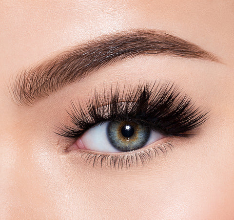 SOO GLAMOROUS-MORPHE PREMIUM LASHES ON MODEL