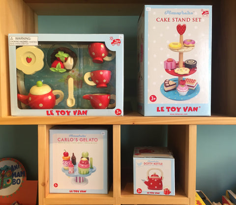 Le Toy Van wooden food and accesories