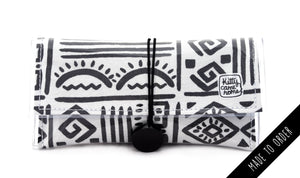 Button Clutch - Abstract markings