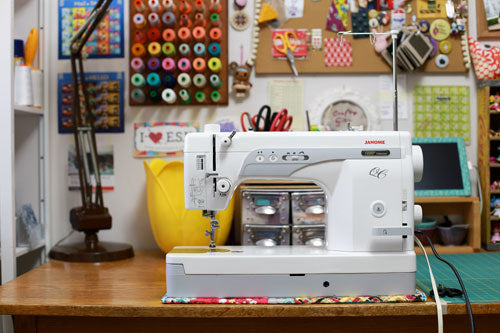 Janome 1600QCP - A Great Semi-Industrial & Portable Industrial Machine for Quilting & Sewing