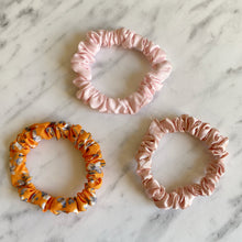 Load image into Gallery viewer, Scrunchie Pack Orange & Pink