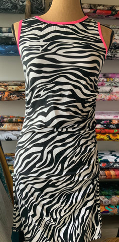 OUTLET - Mummydress med zebrastriber - Str. M (38)