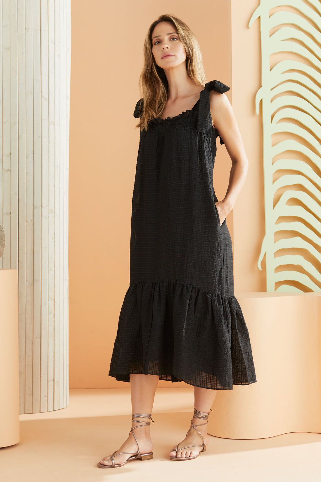 Midi Sleeveless dress with pockets in our bold black