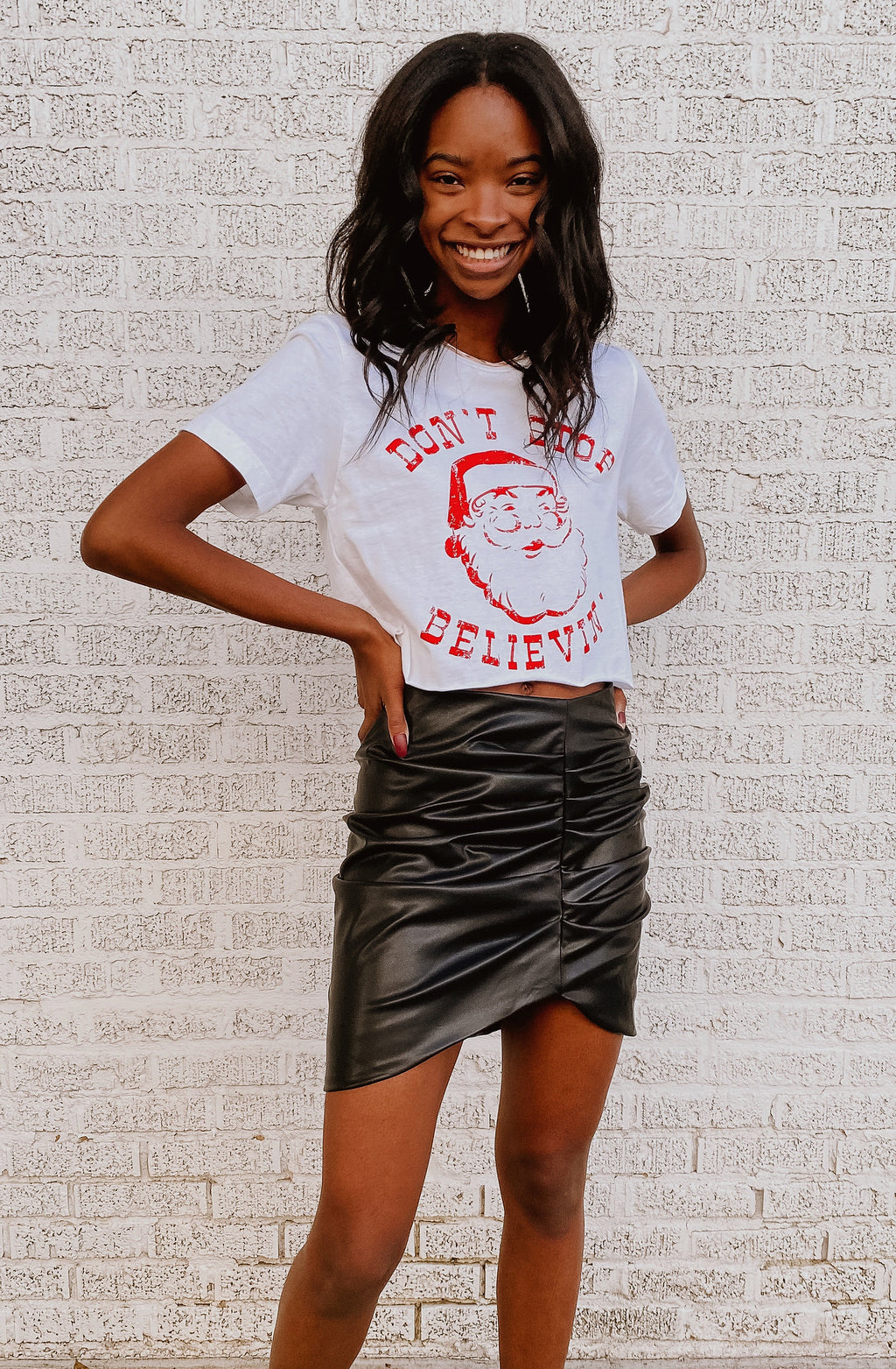 CAN'T STOP BELIEVIN' GRAPHIC CROPPED TEE