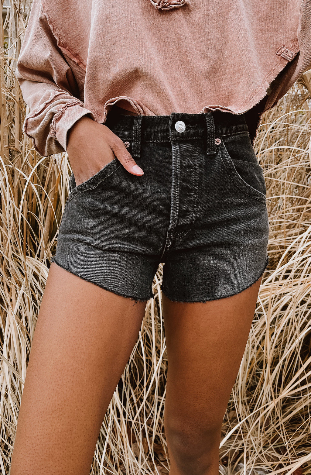FREE PEOPLE TALIESIN CUT OFF SHORT - BLACK