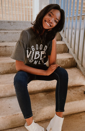GOOD VIBES ONLY PREMIUM OIL WASH GRAPHIC TEE