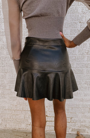 FRILL IN LOVE SKORT