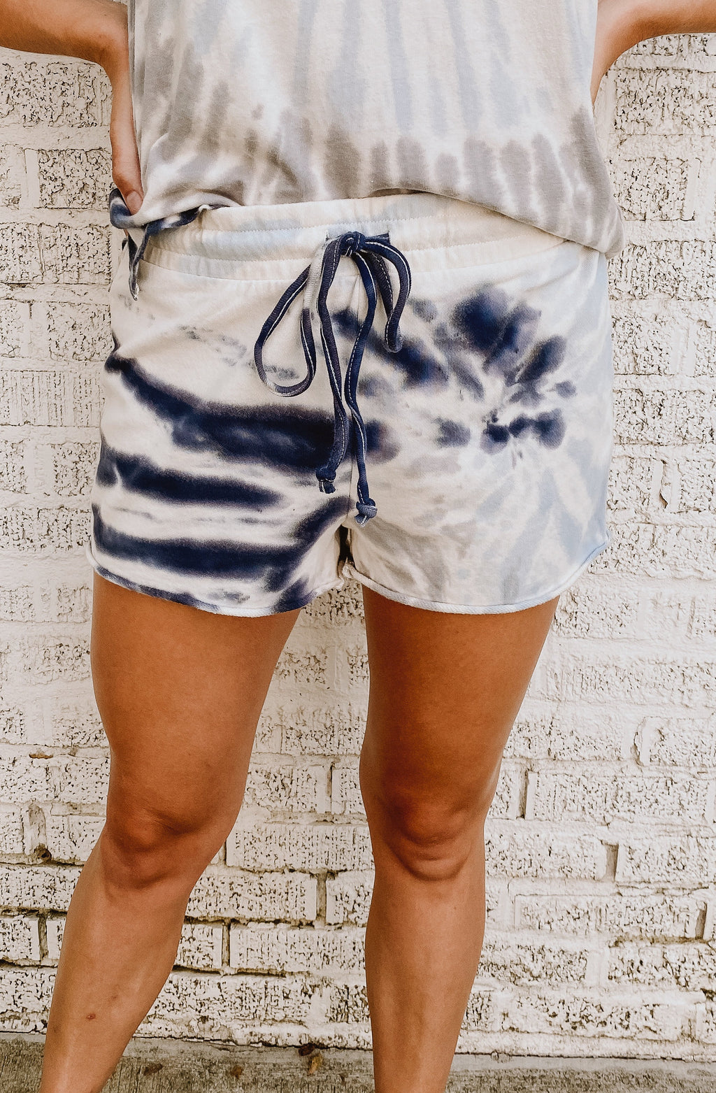 Z SUPPLY TIE-DYE COTTON SHORTS
