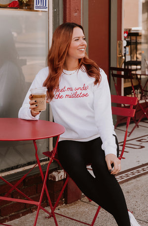 MEET ME UNDER THE MISTLETOE GRAPHIC SWEATSHIRT
