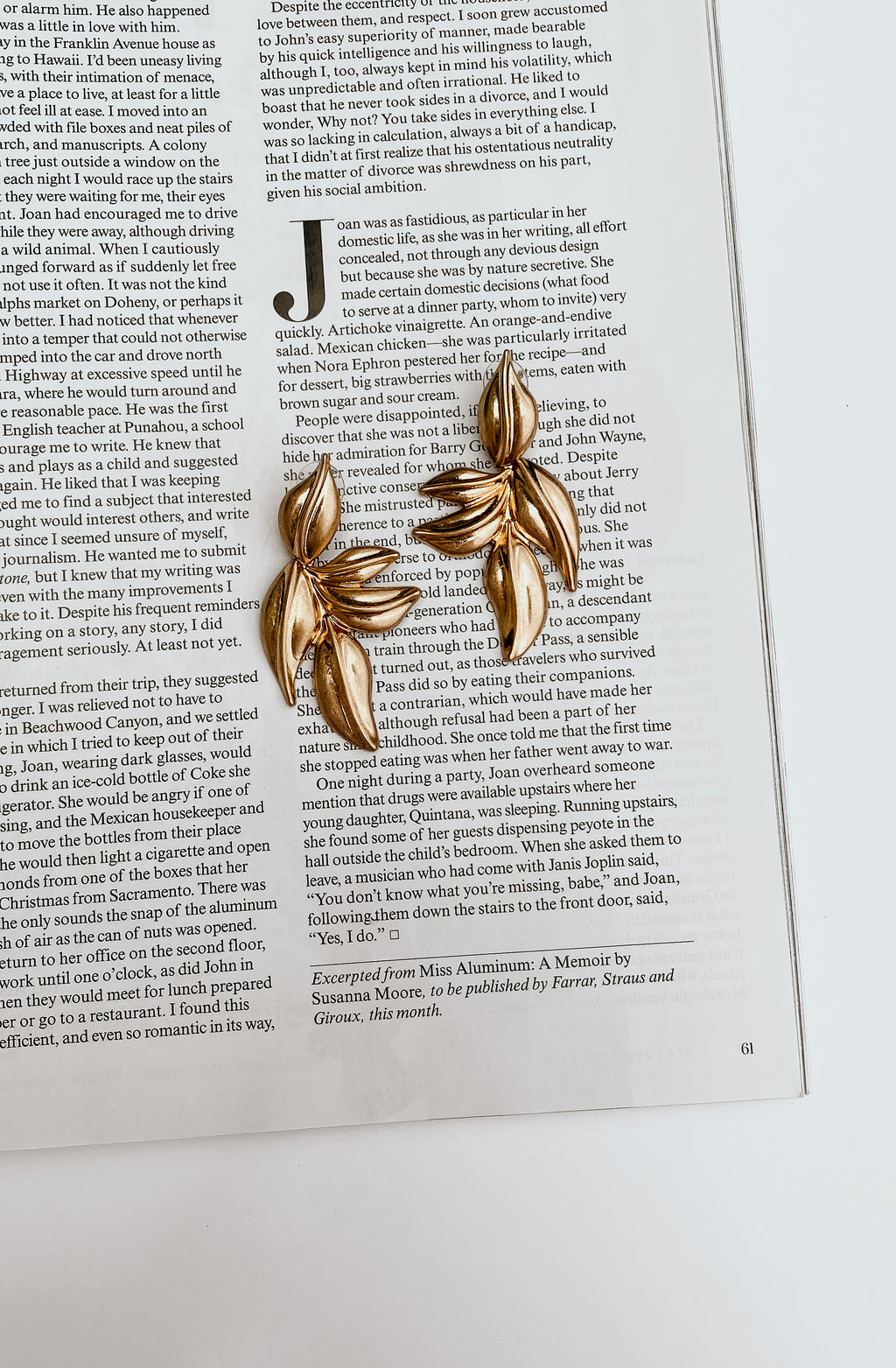 LEAF LIKE DANGLE EARRING