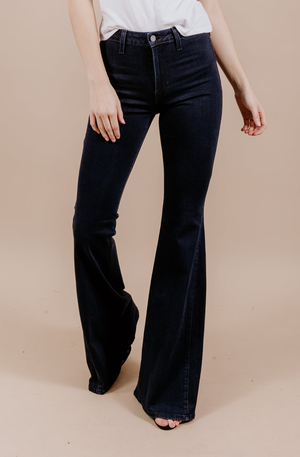 FIT AND FLARE FLARE LEG DENIM IN DARK