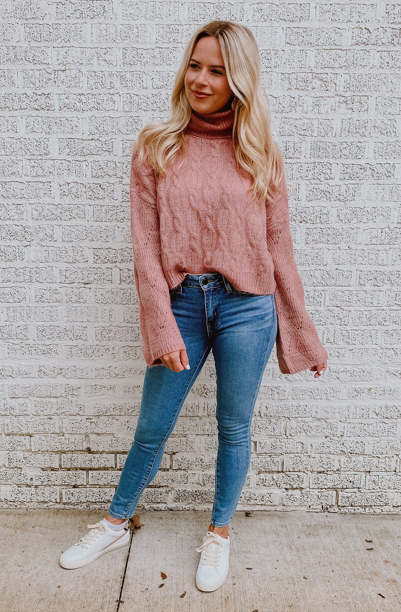 TURTLEDOVE CABLE KNIT SWEATER