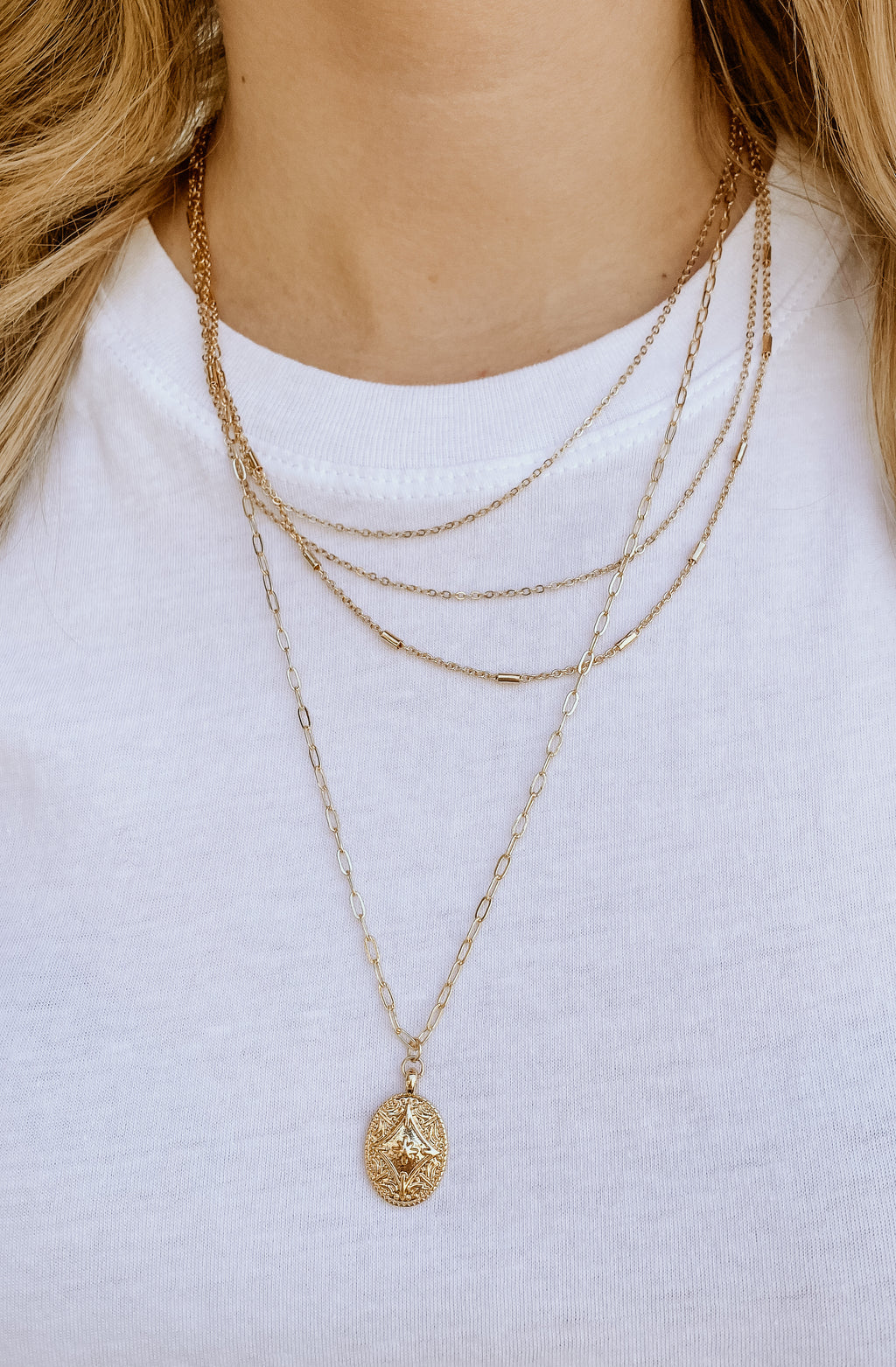 GLIMPSE OF GOLD NECKLACE