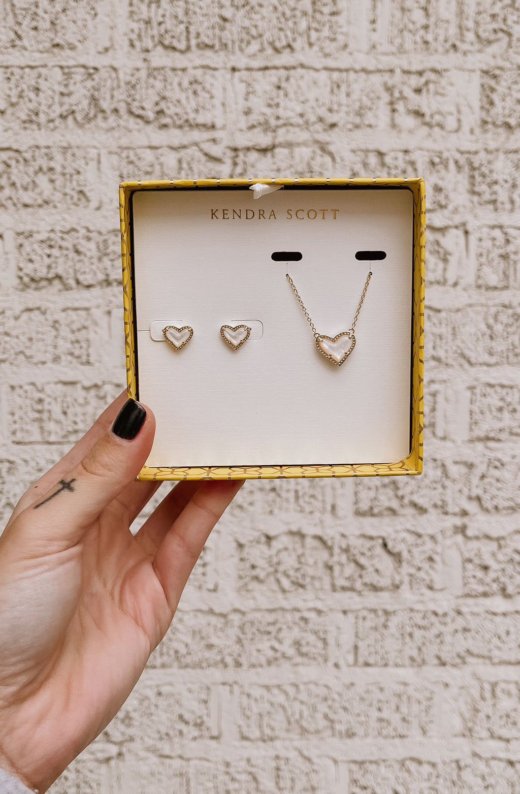 ARI HEART NECKLACE & EARRINGS GIFT SET - 14K GOLD/PEARL
