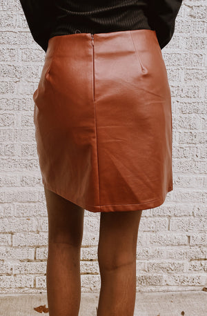KNOT MY CONCERN PLEATHER SKIRT