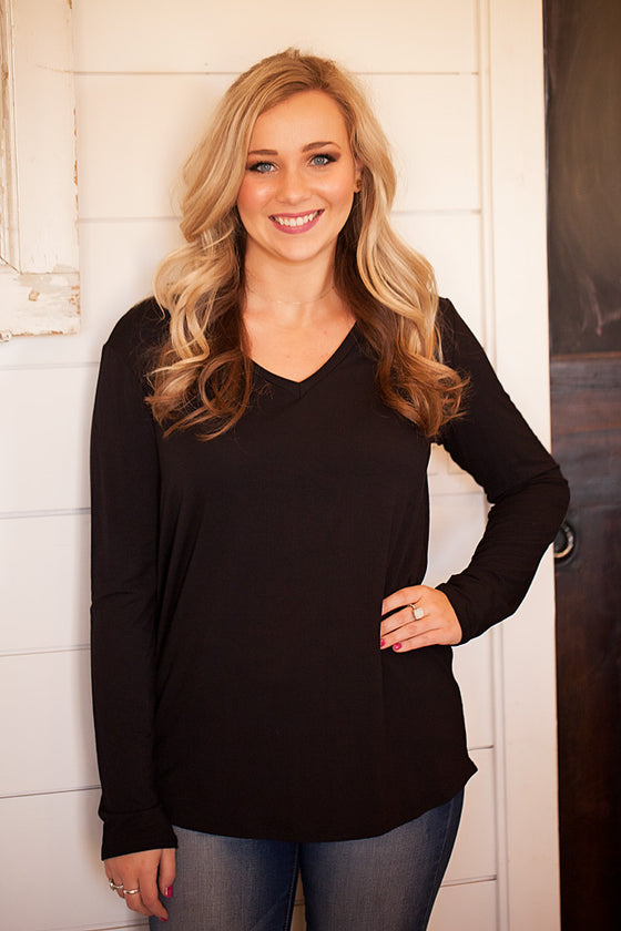 The Black Basic Tee v-neck Long Sleeve