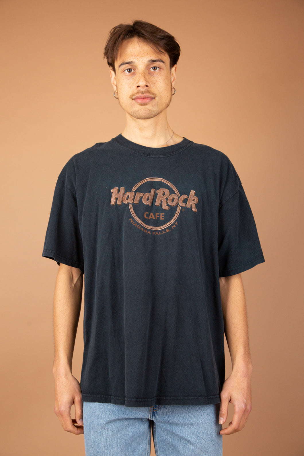 Vintage hard rock cafe tee. magichollow.