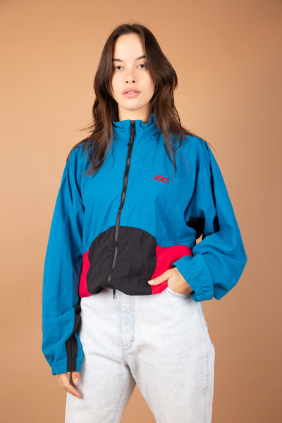 model wearing windbreaker, magichollow