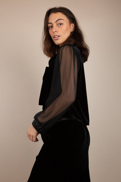 This black blouse-like jacket has a velvet bodice and silk shawl lapel collar. Chiffon arms with pleated shoulders and tailored sleeves add to that 90's look.