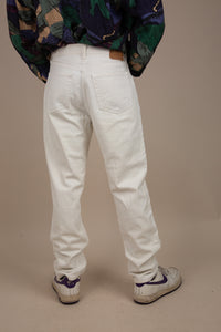 Model wearing GAP pants, magichollow