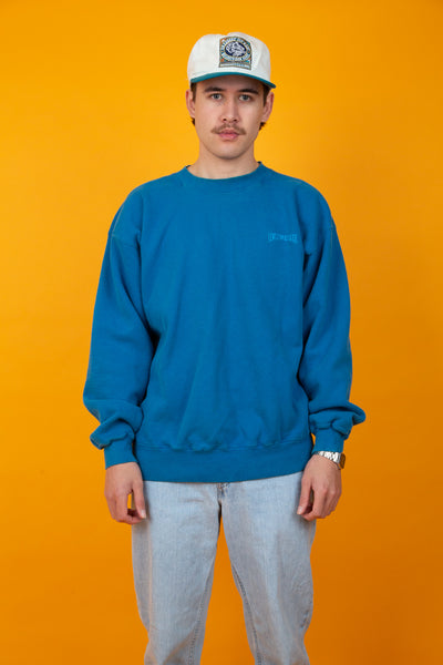 Baggy blue crewneck with embroidered Levi's text on chest
