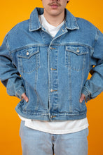 Load image into Gallery viewer, oversize mid-wash denim jacket