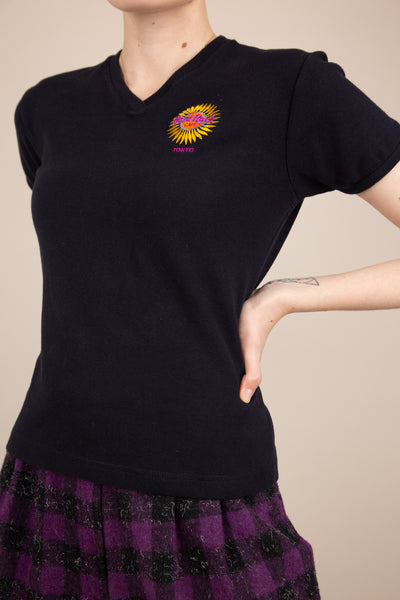 black fitted v-neck tee with embroidered hard rock detailing on left chest