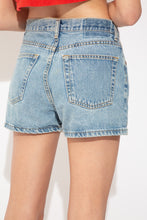 Load image into Gallery viewer, model wearing gap denim shorts, magichollow