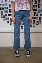 Load image into Gallery viewer, Levi's 517 Jeans