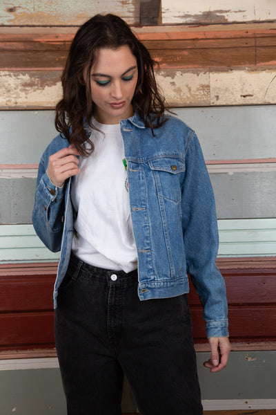 model is wearing a mid to light was denim jacket made by Calvin Klein. This denim jacket features a double sleeve on the back giving a more stitched look. this denim jacket features pockets on both sides. of the chest and two on the bottom