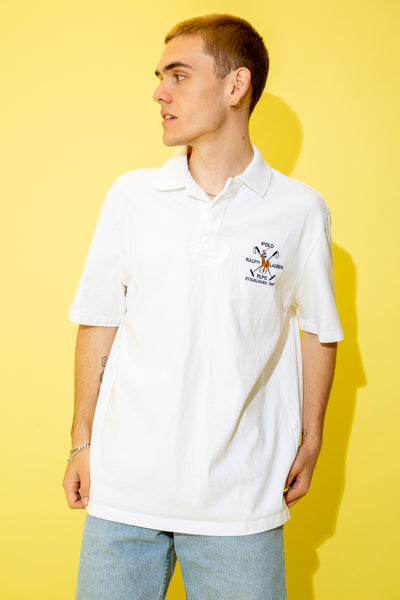 With its thick material, white colour and rugby style, this short-sleeved tee has embroidered Ralph Lauren branding on the left chest, the establishment date and a polo player on a horse.