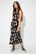 Load image into Gallery viewer, model wearing floral dress, magichollow