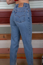 Load image into Gallery viewer, Levis 550 jeans, magichollow