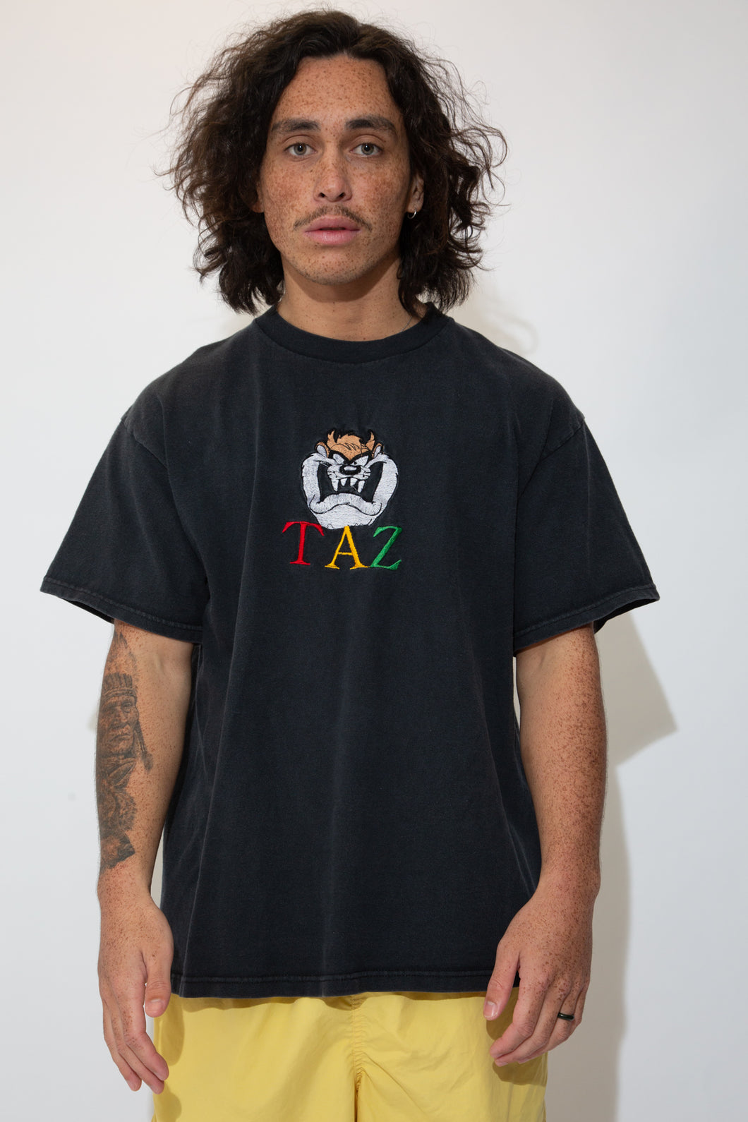 taz embroidered graphic tee in black. 90s vintage. magihocllow!