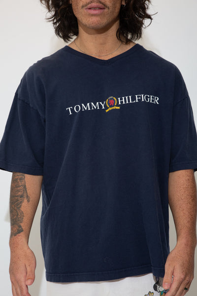tommy hilfiger tee. 90s vintage. magichollow.