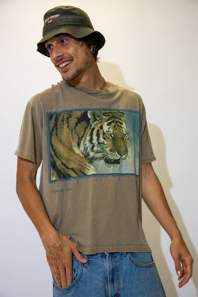 Light brown in colour with a large tiger print on the front repping Toledo Zoo, pair this single stitch tee with light wash jeans and Airforce 1s for a laidback fit!