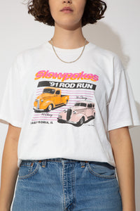 This '91 Slowpokes single-stitch tee has a sick spellout of '91 Rod Run across the front and prints of Chevys. On the back, Midwest Street Rods printed across with colourful cars and the address of the Rod Store.