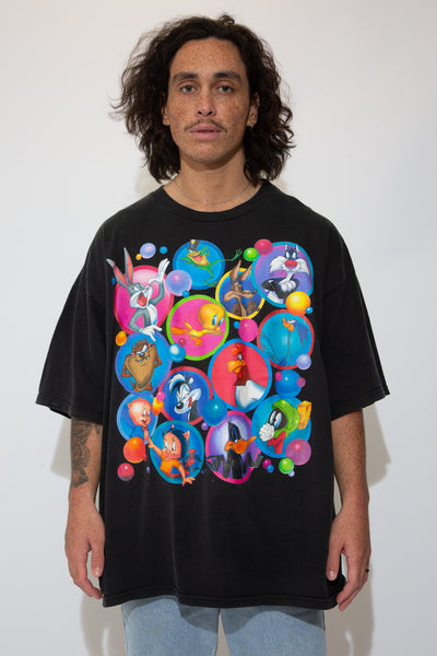 looney tunes graphic tee in a black colour-way. 90s vintage. magichollow.