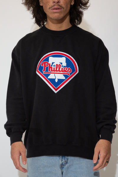phillies sweater. in black. 90s vintage. magichollow.