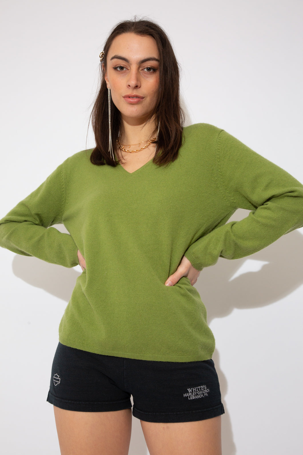 model wearing cashmere sweater, magichollow