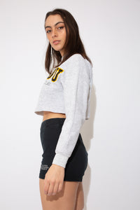 model wearing cropped sweater, magichollow