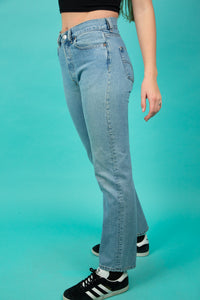Mid-wash in colour and a straight leg fit, these jeans fit comfortably and fashionably.