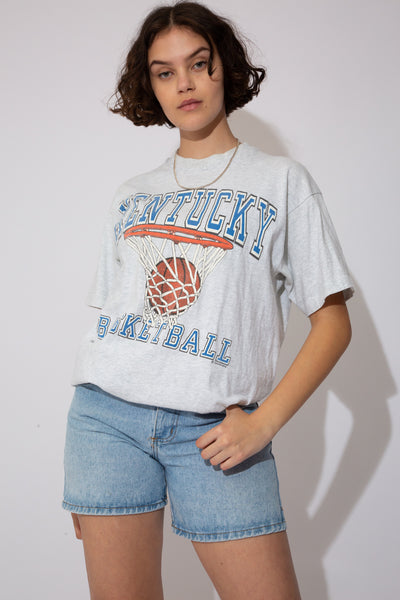 This Kentucky Basketball single-stitch tee is oversized and grey in colour with a large basketball net print on the front and 'Kentucky Basketball' printed in blue.