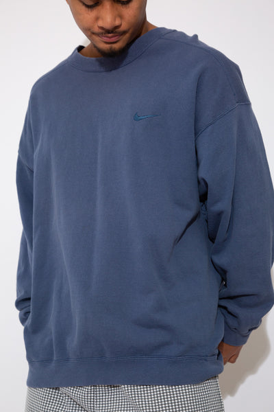 nike sweater. 90s vintage. magichollow!