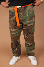 Load image into Gallery viewer, army camo baggy pants. magichollow