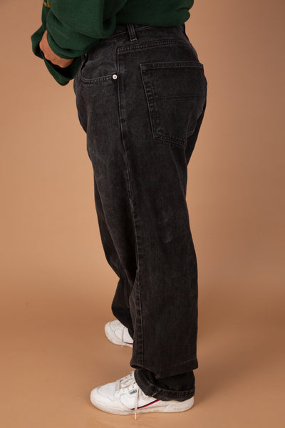 Black Tommy Hilfiger jeans in a baggy fit. Vintage denim at magichollow