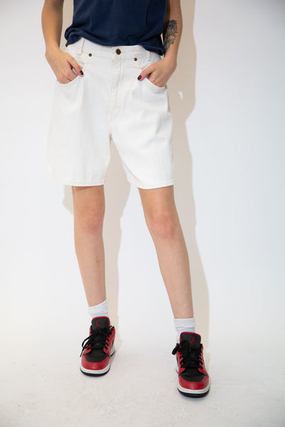 White in colour in a midi-length fit, these denim shorts have matching white stitching and branding on the front pocket, back pocket and button.
