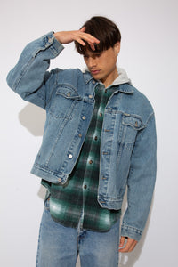 Boxy-fitting Vintage Guess denim jacket in a blue light to mid wash. magichollow